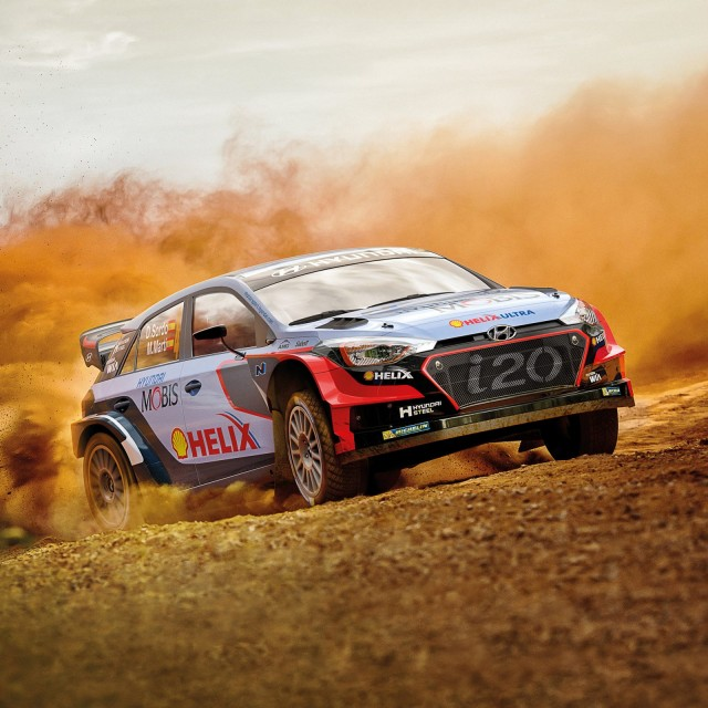 hyundai-motorsport-car-on-dirt-racing-track